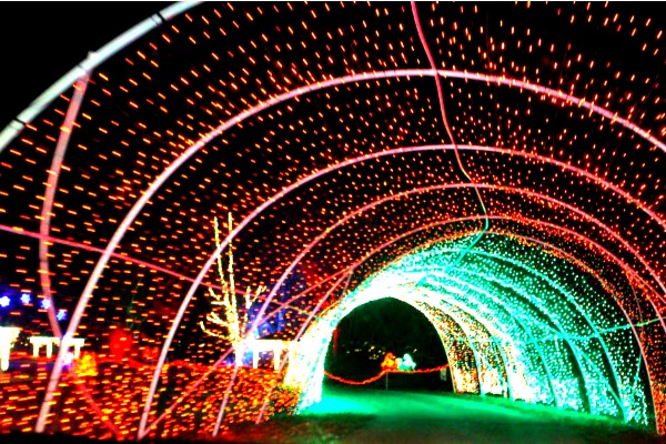 we drove through christmas in color last night after wed heard everybody raving about it according to their website its utahs biggest drive through