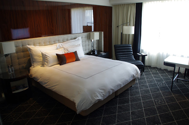 Comfy bed at the luxury hotel swissotel Sydney