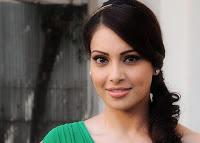 Bipasha Basu - Artis India Bollywood seksi cantik dan populer