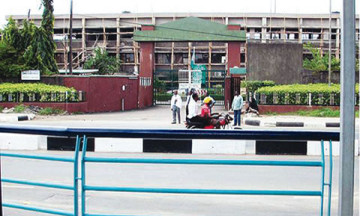 mad patients beat doctors yaba lagos