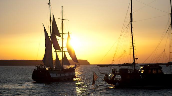 Wallpaper: Sailing Ships at Sunset