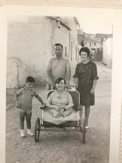 Una joven Pilar Porras posa en Jaraicejo