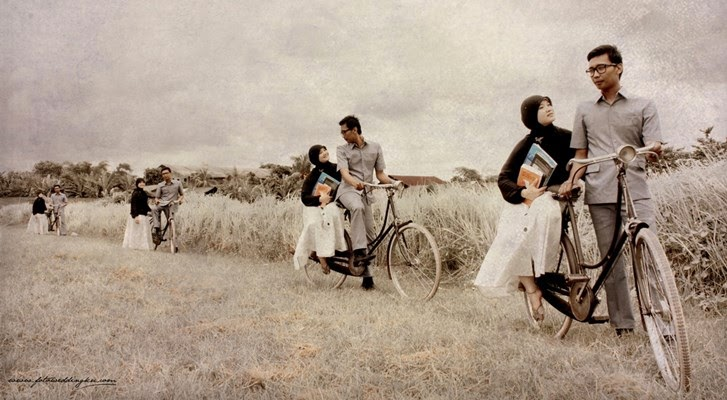 Foto Prewedding Outdoor Unik Lihat 7 Foto Prewed Di: Pre Wedding Dengan Gaya Menaiki Sepeda Onthel Klasik