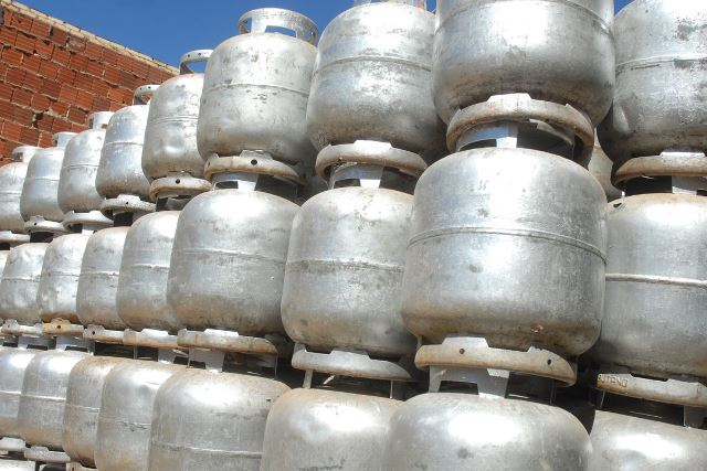 Governo quer reduzir pela metade o preço do gás de cozinha, diz Paulo Guedes