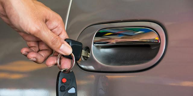 Installer une poignée de porte de remplacement sur votre voiture