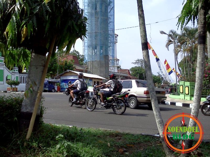 Anak SMP Naik Sepeda Motor