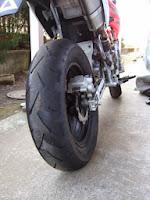 クラッチカバーからオイル漏れが発生しリヤタイヤがオイルでダバダバになったXR100モタード
