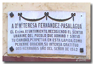 Lápida a Doña María Teresa Fernández Pasalagua