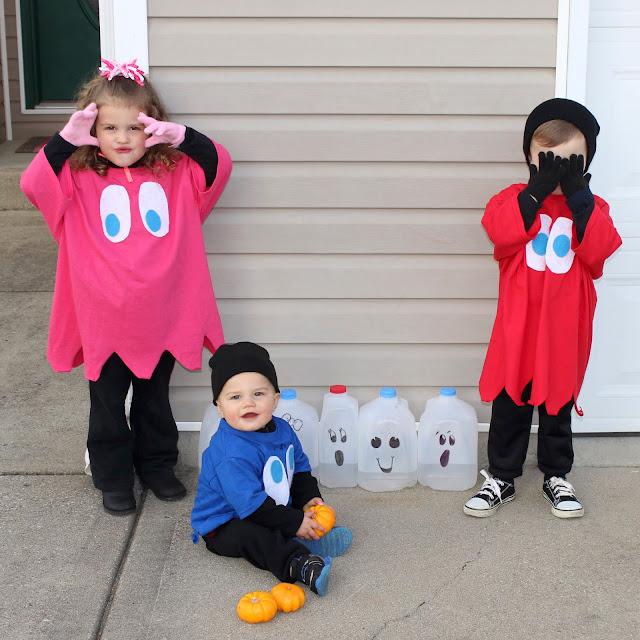 DIY No Sew Pac-man Family Costume , DIY Pac-man Family Costume, No Sew Pac-man Family Costume, DIY Pac-man Costume, No Sew Pac-man Costume, Halloween costume, DIY Halloween Costume, costume, costumes, easy costume, 1980's costume, 80's costume, video game inspired costume, pacman, pac-man, easy pacman costume, fast pacman costume, pacman ghost costume, ghost costume, Inky, Pinky, Blinky, family costume, family costume ideas, family of 5 costume, family of 6 costume, family of 5 halloween, halloween family costume, family of 5 costume idea, family of 6 costume idea, cheap halloween costume, cheap costume, last minute costume, last minute family costume, last minute halloween costume, games, fun halloween costume, creative Halloween costume, easy and cheap Halloween costume, easy and cheap costume, kids costume, no sew costume, best halloween costume, no-sew costume, no-sew, no-sew halloween costume