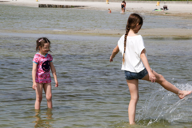 Kinder im IJsselmeer