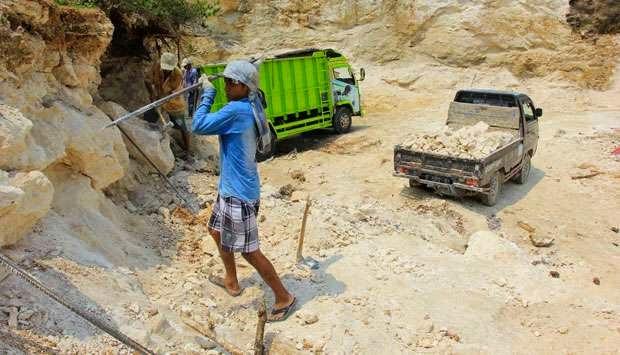 Jabar Cabut Izin Eksplorasi Batu Kapur di Karawang