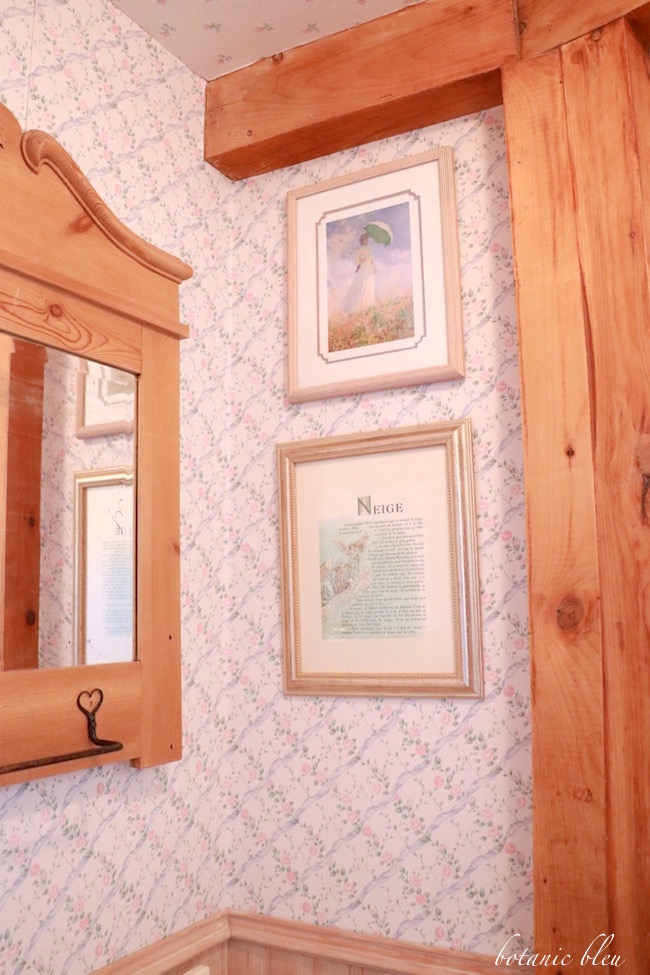 pine-post-and-beam-in-bathroom