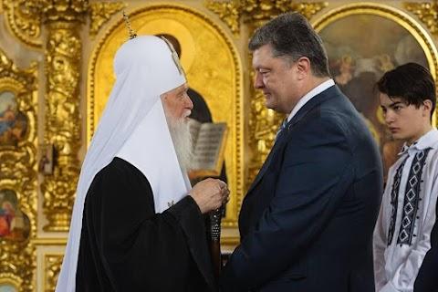 """Porosenko """"Ukrajna hőse"""" kitüntetést adományoz Filaret pátriárkának"""