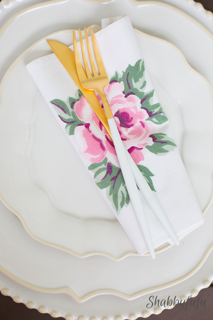 modern-gold-white-flatware