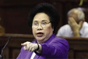 Miriam Santiago Gets Mad at the Gallery