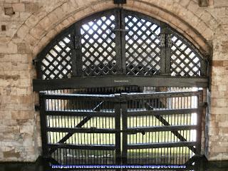 Puerta de los suspiros de la Torre de Londres.