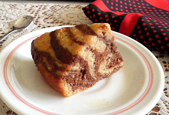 Low Fat Eggless Cake Recipes: TREAT & TRICK: EGGLESS MARBLE BANANA CAKE