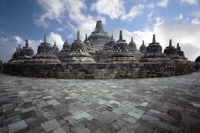 Candi ini merupakan Candi warisan budaya indonesia yang sudah populer hingga ke seluruh Candi Borobudur Jawa Tengah