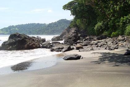 Pantai Jolosutro, Ombak Besar dan Pasir Hitamnya