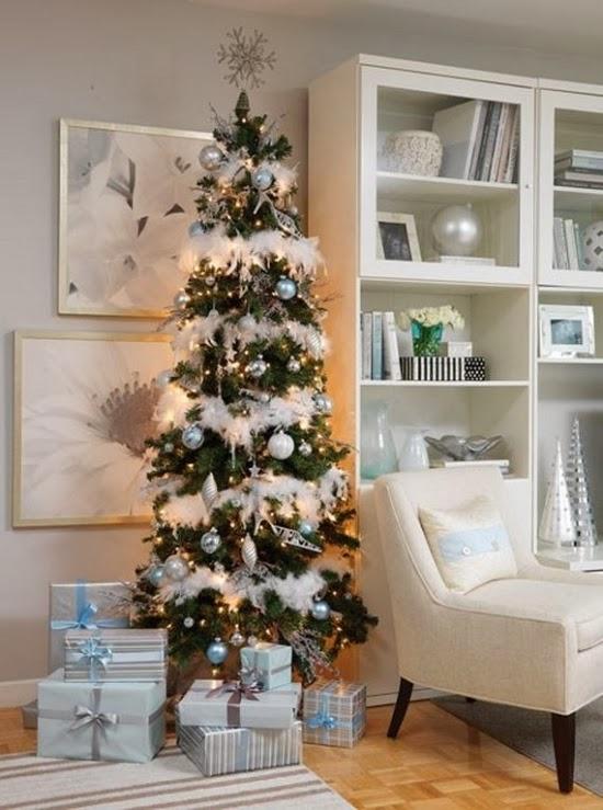 Un rbol de navidad blanco colores en casa - Arbol de navidad en blanco ...