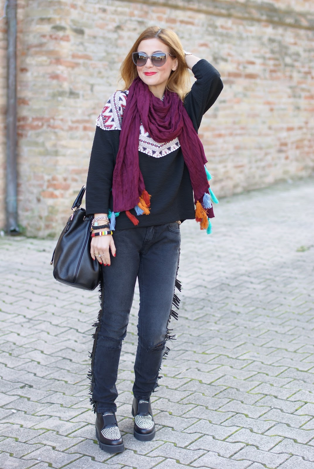 25a1527c37 Fringed jeans and tassel scarf: ethnic chic outfit | Fashion and ...