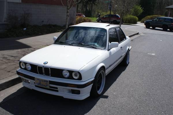 Daily Turismo: 10k: Alpinaweiß Sleeper: 1989 BMW 325is, S50 Swap