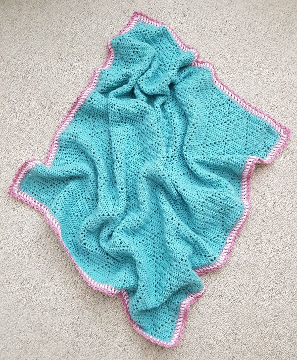 A beautiful cute little crochet baby blanket - quick and easy to make.  Click to find out more!