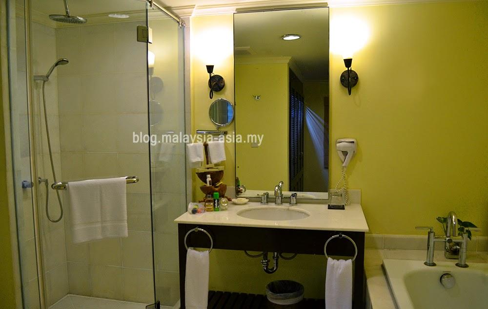Vivanta Rebak Island Resort Bathroom