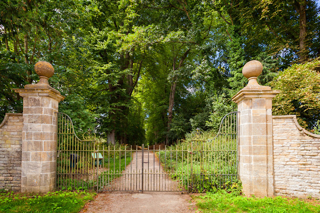 The entrance to Wychwood Wild Garden in Shipton under Wychwood by Martyn Ferry Photography