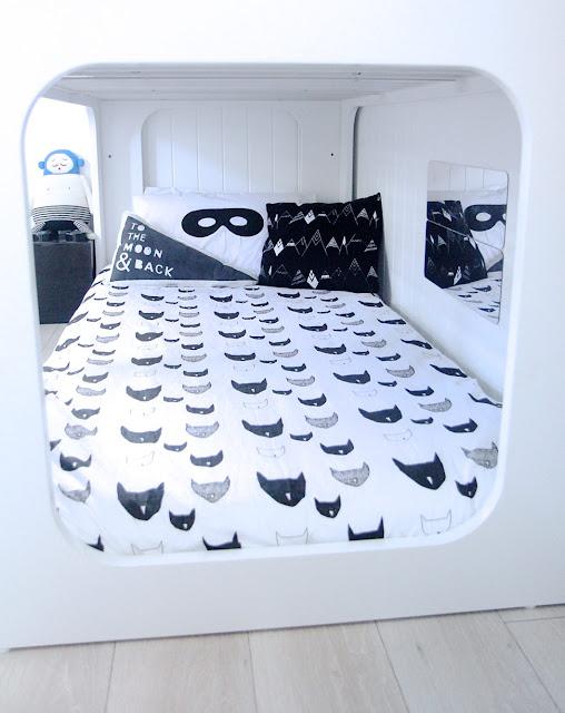 Un dormitorio infantil monocromático
