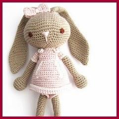 Conejita amigurumi con vestido