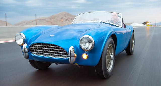 シェルビー・コブラの第一号車、米国製の自動車として史上最高額の約14億円で落札!
