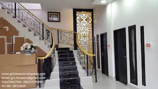 panel GRC krawangan batik interior penginapan Wisma Assalam