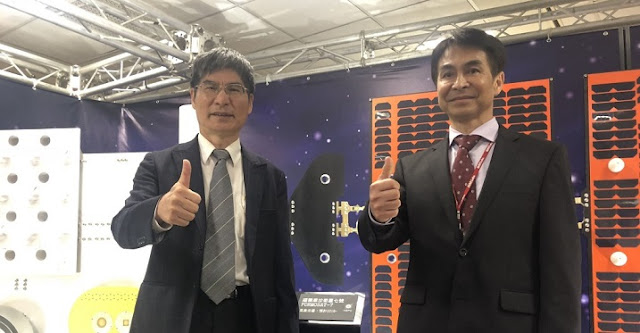 Minister of Science and Technology Chen Liang-gee (left) unveils the next phase of Taiwan's space program. (By Central News Agency)