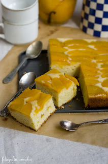 (Ciasto z brzoskwiniami