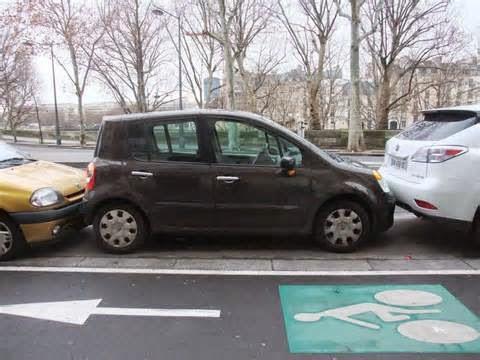 Cara parkir mobil matic maupun manual yang benar, pada dasarnya tidak ada teknik khusus. Bila kita sudah bisa mengemudi maka untuk memarkir hanya perlu sedikit pengetahuan mengenai langkah - langkahnya.