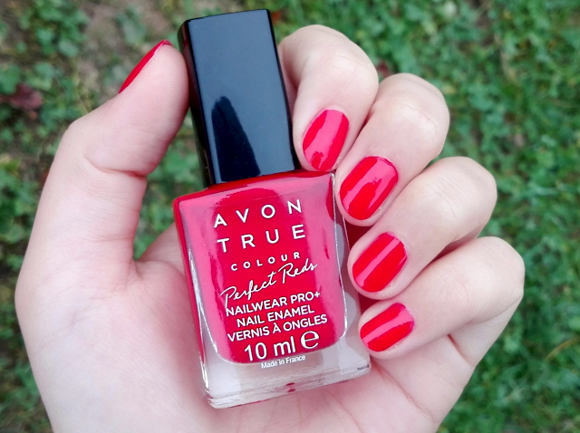 Avon True Colour Perfect Reds Nailwear Pro+ in Red Bombshell