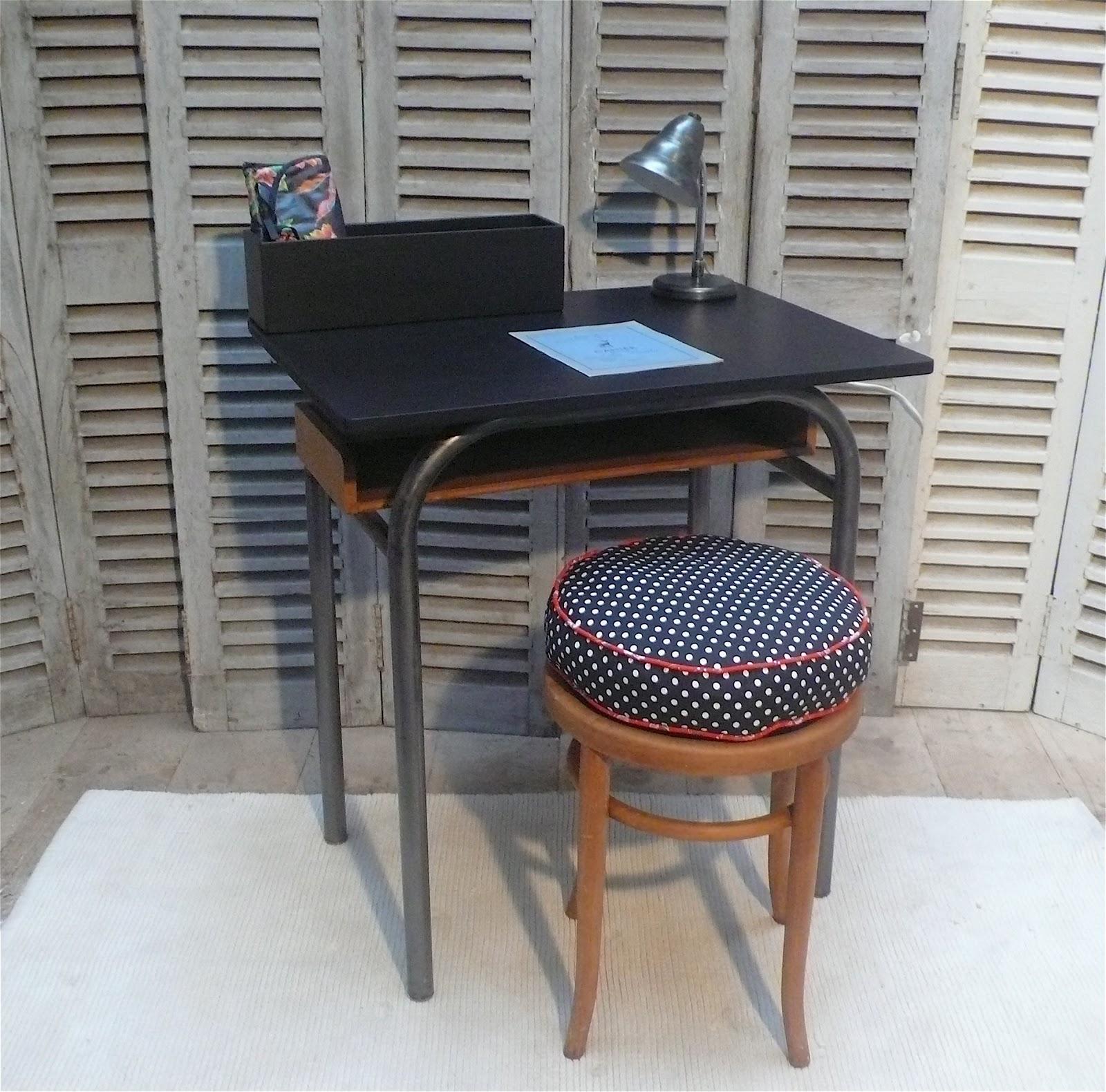 les mh mes en goguette pupitre d 39 colier. Black Bedroom Furniture Sets. Home Design Ideas