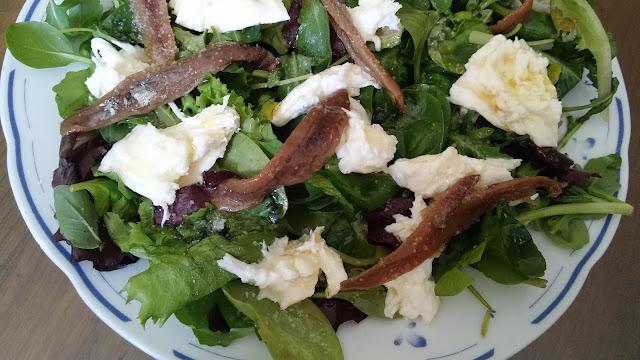 ensalada de espinacas con mozzarela y anchoas