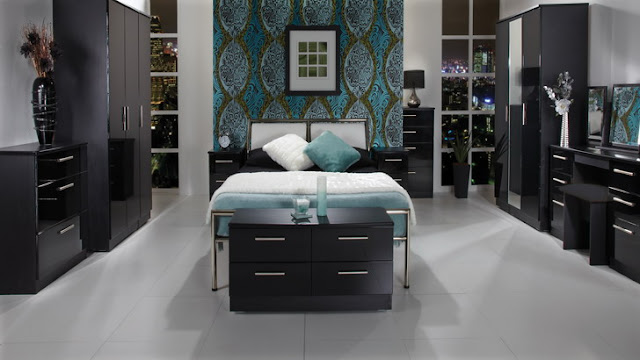 couleur mur pour chambre avec meubles sombres. Black Bedroom Furniture Sets. Home Design Ideas