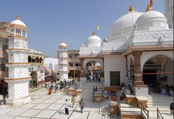 https://travellindia24.blogspot.com/2019/02/holy-temple-dakor.html