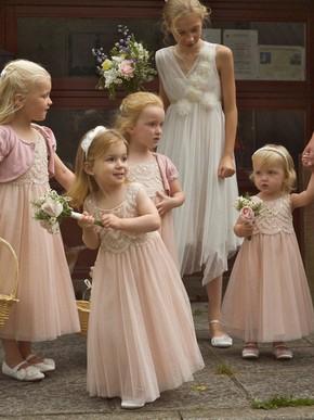 http://uk.millybridal.org/product/a-line-scoop-neck-lace-tulle-ankle-length-ruffles-flower-girl-dresses-ukm01031889-20880.html?utm_source=post&utm_medium=1486&utm_campaign=blog