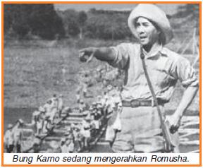 Bung Karno sedang mengerahkan Romusha
