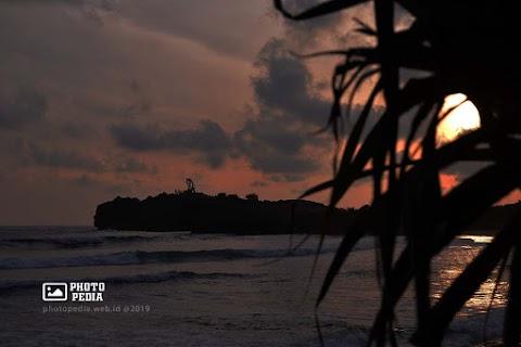 Spot Foto Sunset di Pantai Krakal