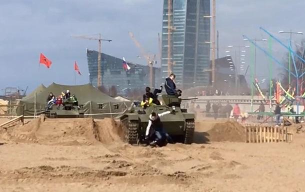 У Петербурзі танк переїхав відвідувачів фестивалю