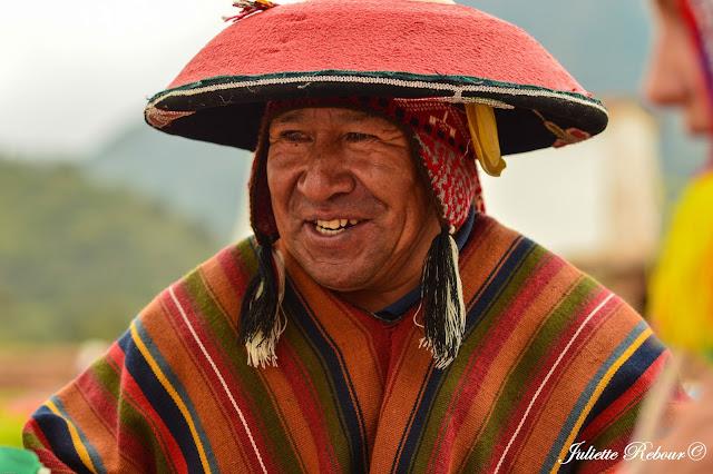 Péruvien sur le marché de Chinchero
