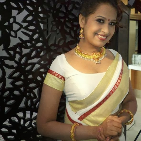 Sadhika Venugopal Hot Navel Show In Saree