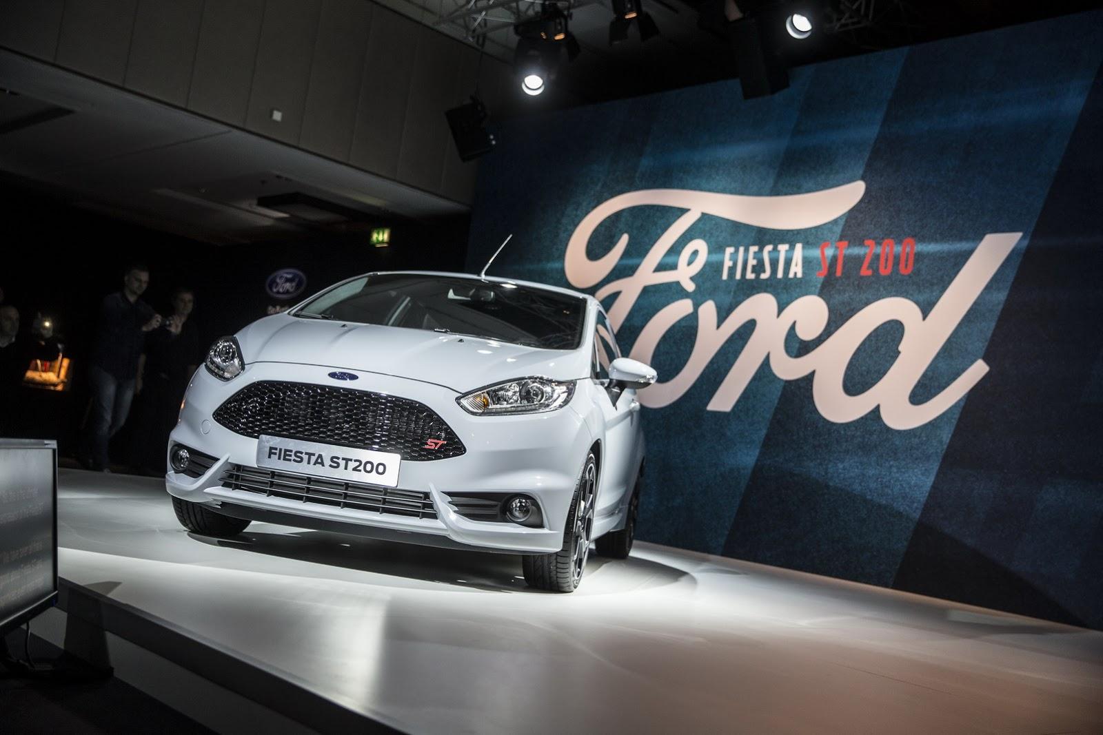 Ford Fiesta ST200 2017 nếu độ lên sẽ là mẫu xe đua cỡ nhỏ đỉnh nhất