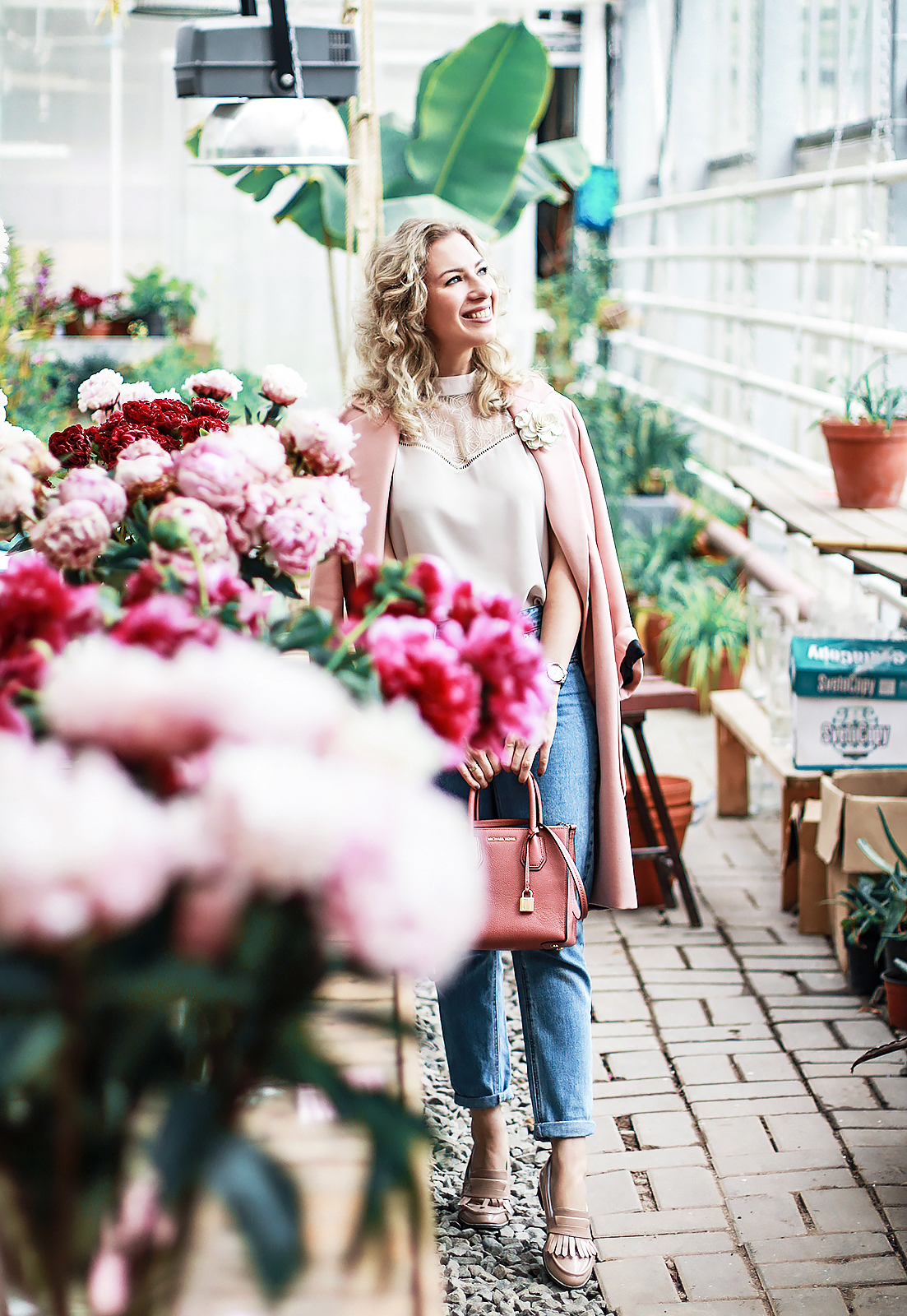 peony_garden_ritalifestyle_pink_zara_coat_mom_jeans_flowers_curly_ruffles_trend_2017