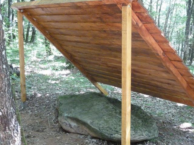 Un abri pour la pierre à cupules de La Gaugne